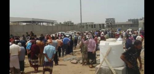 قيادات عسكرية وأمنية تشارك في تشييع جثمان الشيخ العطوي في العاصمة عدن