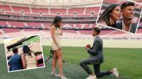 نجم أتلتيكو مدريد يفاجئ صديقته ويطلب يدها للزواج على أرضية الملعب بطريقة رومانسية