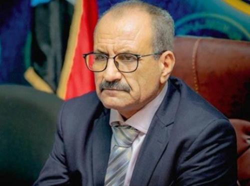 قيادي في الانتقالي يُعلق على قرار الحكومة رفع سعر الدولار للجمارك