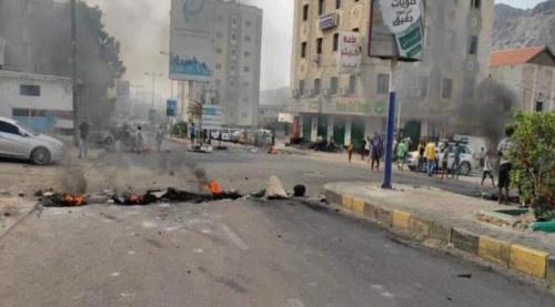 عدن.. احتجاجات منددة بتردي الأوضاع وفساد الحكومة بكرتير