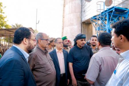 الرئيس الزُبيدي يتفقد عددا من المرافق الخدمية في العاصمة عدن