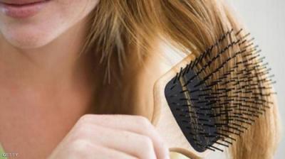 لا الوراثة ولا الشيخوخة.. هذا سبب تساقط الشعر